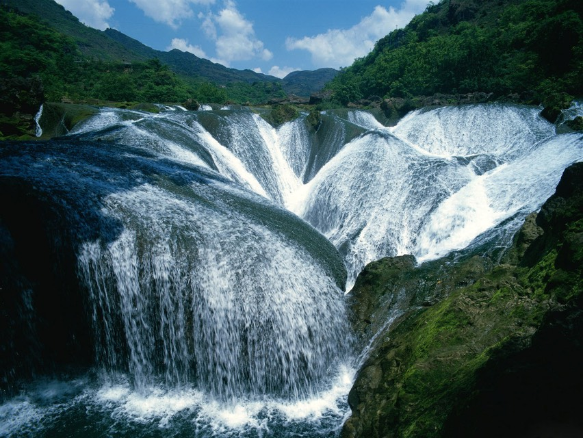 Yangtze-River-Waterfalls-China